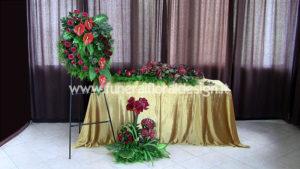 Addobbo funerario fiori artificiali rossi onoranze funebri