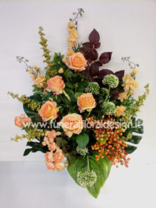 Composizione ovale fiori artificiali funerale onoranze funebri