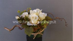 Composizione funebre fiori artificiali tavolo firme funerale