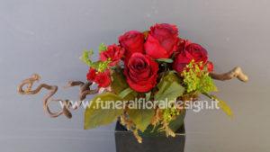 Composizione funeraria fiori artificiali tavolo firme funerale