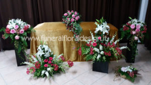 Addobbo floreale camera funeraria fiori artificiali