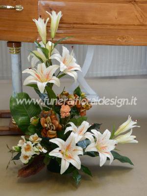 Composizione funebre decorativa monofacciale triangolare fiori artificiali