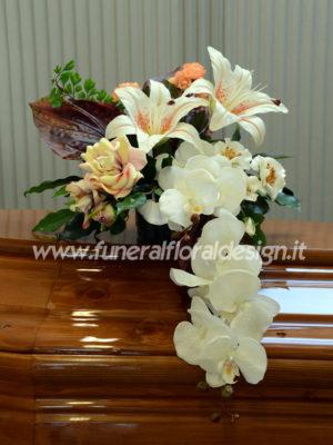 Composizione funebre cascante fiori artificiali