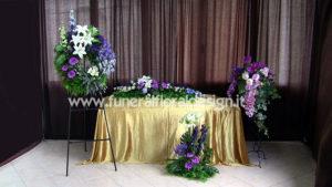 Addobbo fiori finti camera ardente funerale