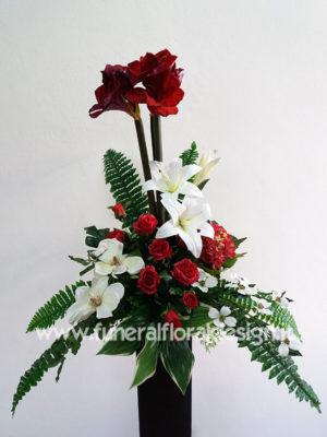 Composizione funebre a gruppi fiori artificiali
