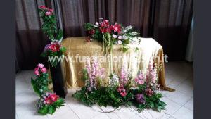 Allestimento floreale casa funeraria fiori artificiali