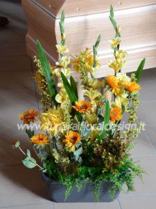 Composizione funebre vegetativa fiori artificiali